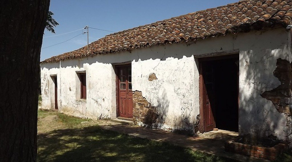 CASA ONDE NASCEU JAYME C. BRAUN - No distrito da Timbaúva, resistindo ao tempo, ainda pode ser vista a casa onde nasceu o mestre dos pajadores, Jayme Caetano Braun.